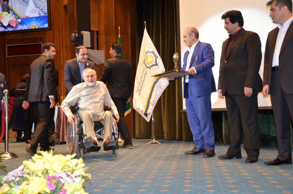 تجلیل از مدیر عامل فیروز در دوازدهمین همایش زنجیره ی موفقیت سازمانی کشور